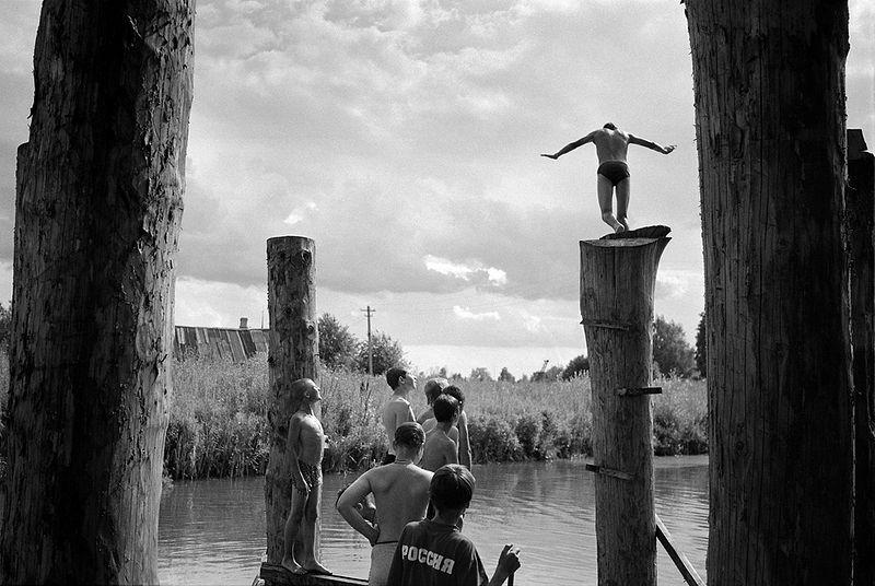©Эмиль Гатауллин. «Ныряльщик. Село Горки, Ярославская область. 2008»