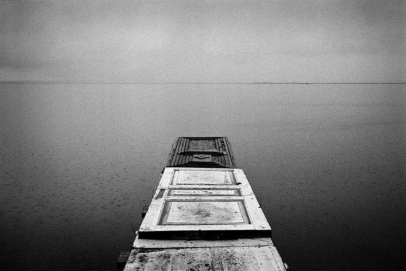 ©Эмиль Гатауллин. «Мостки. Озеро Неро, Ярославская область. 2012»