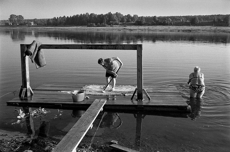©Эмиль Гатауллин. «Стирка ковров. Тотьма, Вологодская область. 2010»