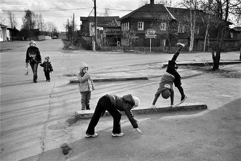 ©Эмиль Гатауллин. «Акробатки. Вологда. 2008»