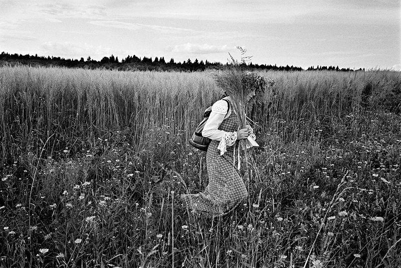 ©Эмиль Гатауллин. «Девушка в венке. Ярославская область. 2006»