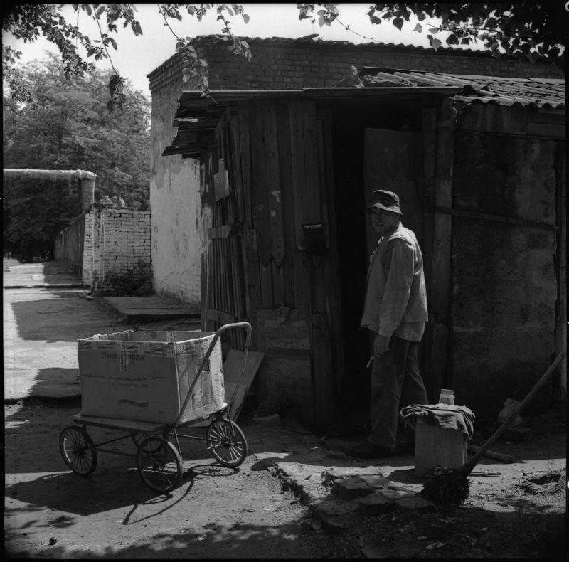 ©Юрий Зайцев. «Дворник. Краснодар. 2005»