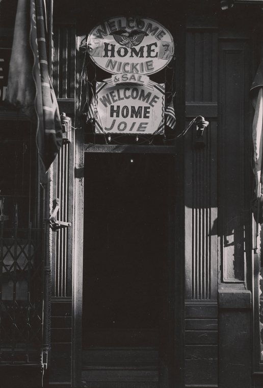 Надписи «Добро Пожаловать Домой» на Третьей Авеню, 1945. Todd Webb Archive/Museum of the City of New York