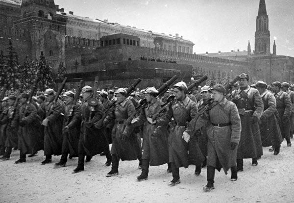 А. Устинов. Парад на Красной площади 7 ноября 1941 года