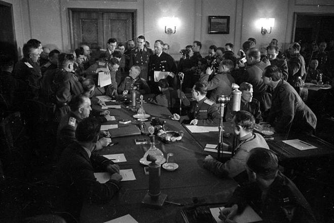 Г. Петрусов. Подписание акта о капитуляции 8 мая 1945