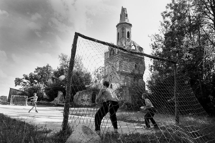 ©Борис Регистер. «Футбол. Поселок Чехово, Калининградская область. 2017»