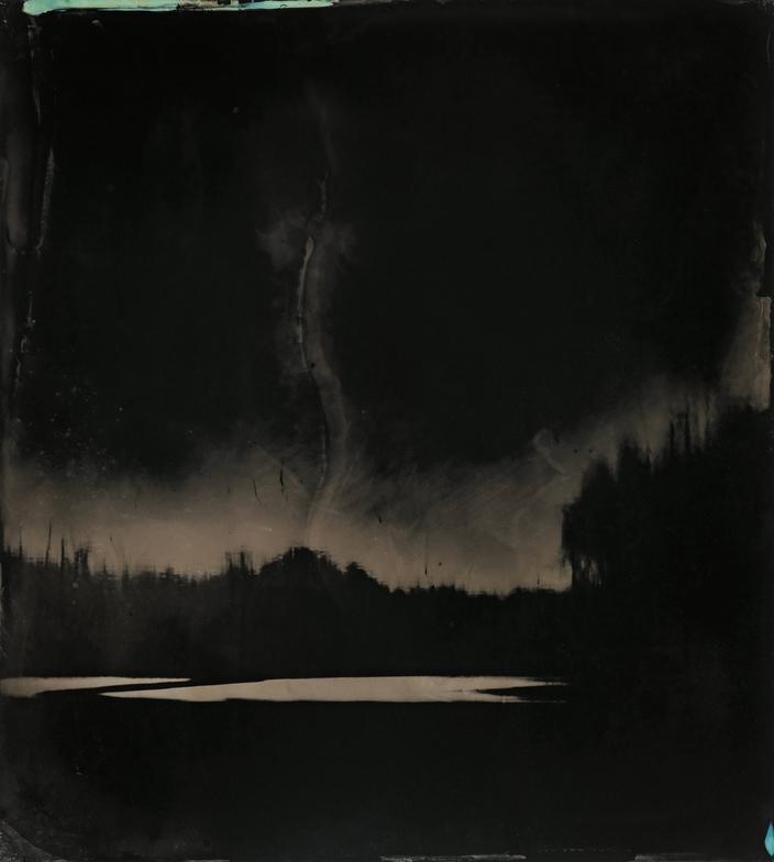 «Блэкуотер 9». В этом тинтайпе воссоздано ощущение угрозы, пропитывающее болото, в котором скрывались беглые рабы. Посвящение технике и фотографам 19 века. 2008-2012 ©Sally Mann
