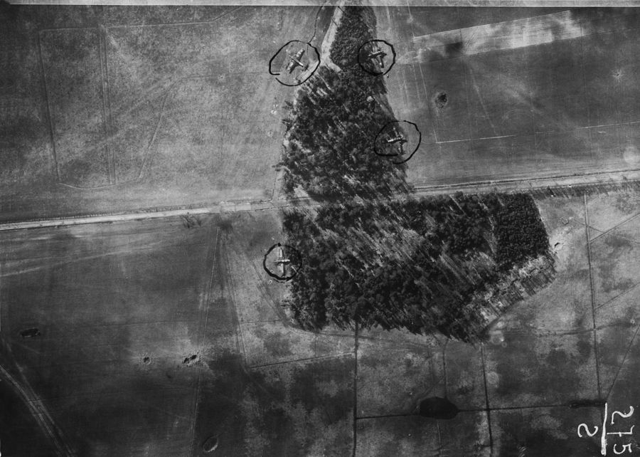 ©Коновалов Александр Васильевич. «Немецкий полевой аэродром. Разведывательная фотосъемка с Ил-2. 1943. Бумага, черно-белая фотопечать. 30 х 45 см»