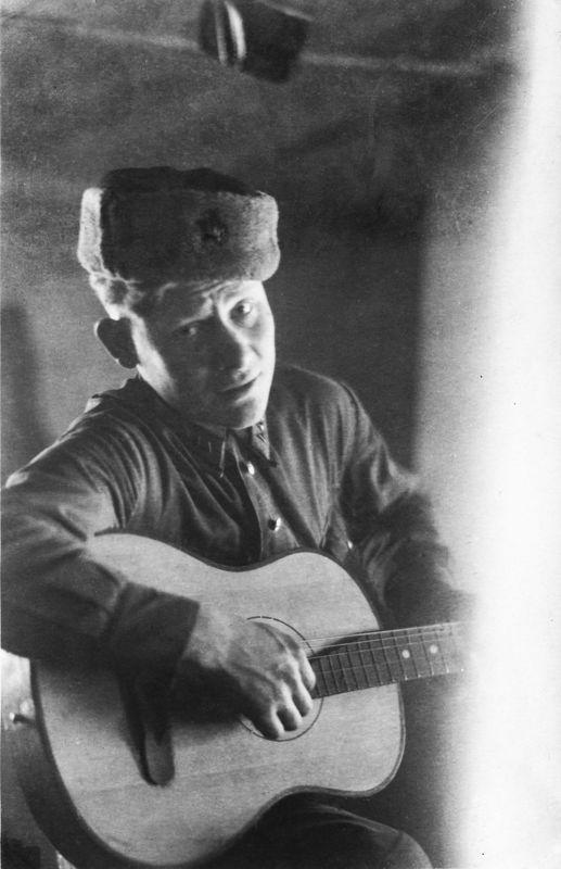©Коновалов Александр Васильевич. «Дерунов. 1943. Бумага, черно-белая фотопечать. 30 х 20 см»
