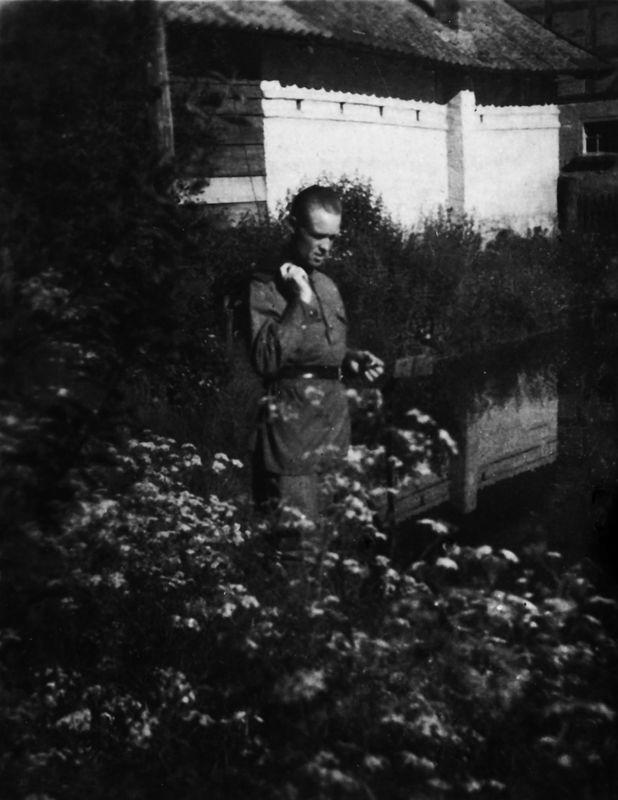 ©Коновалов Александр Васильевич. «Старшина Басов. Прибалтика. 1945. Бумага, черно-белая фотопечать. 30 х 20 см»