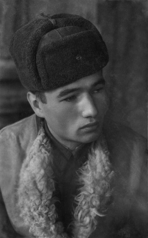 ©Коновалов Александр Васильевич. «Леша Кузнецов. 1943. Бумага, черно-белая фотопечать. 30 х 20 см»