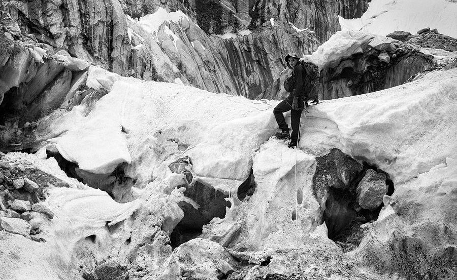 ©Антон Иванов. «Валерий Семенов в ледопаде, высота 5000 м»