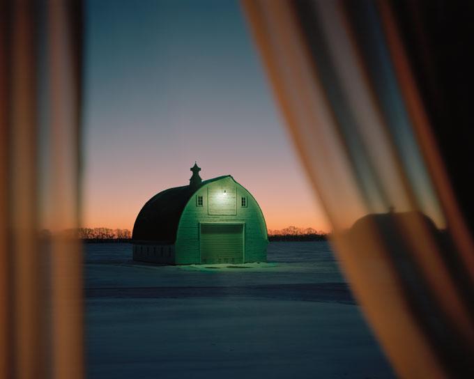 """Коллекционер, купивший несколько отпечатков из серии «Когда пейзаж снова тих» Сары Кристиансон (""""WhentheLandscapeisQuietAgain"""") говорит, что любит поддерживать фотографов, не имеющих галерейного представительства."""