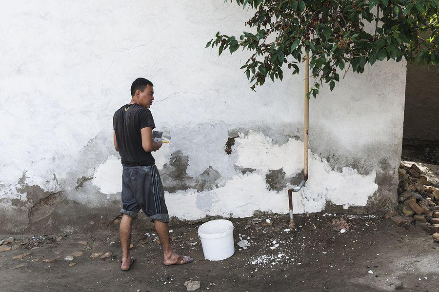 ©Анзор Бухарский. «Строитель-поденщик, или как называют их в Узбекистане – мардикор»