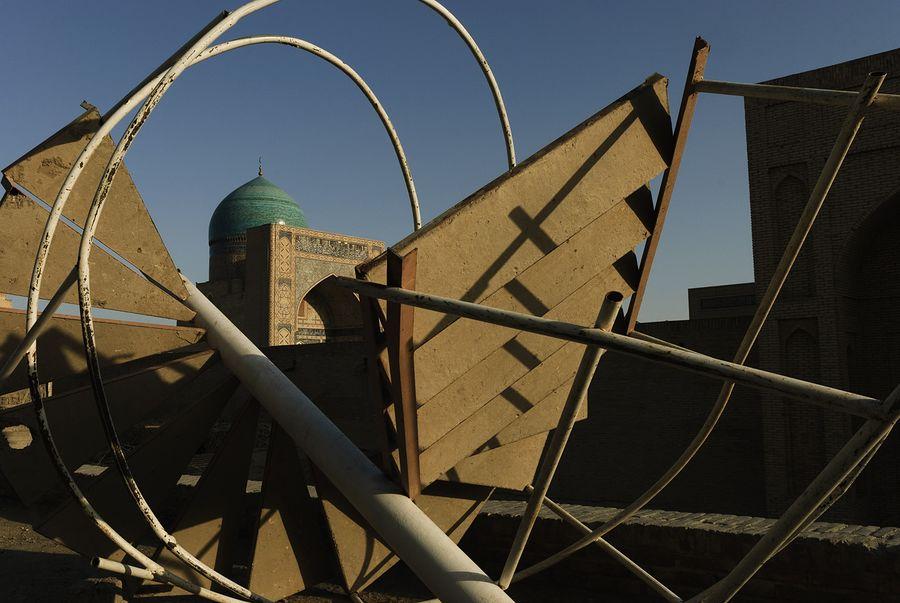 ©Анзор Бухарский. «Вид на купол мечети Калян в Бухаре»
