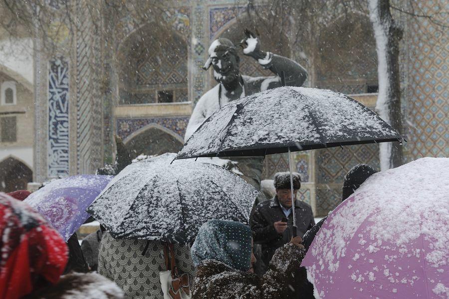 ©Анзор Бухарский. «Памятник Ходже Насреддину возле Ляби-Хауза в Бухаре»