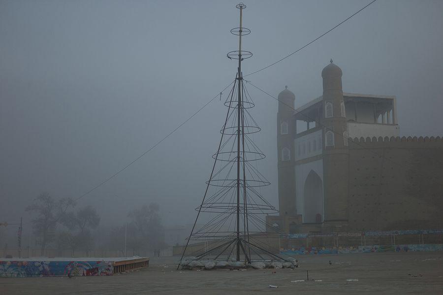 ©Анзор Бухарский. «Вид на цитадель Арк в Бухаре»