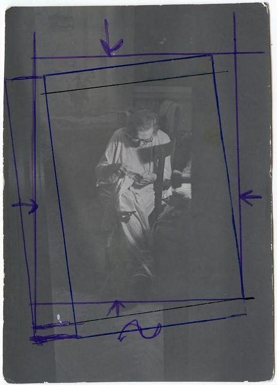 ©Дашевский Михаил Аронович. «Моя мама шьёт. 1985 (контрольный отпечаток)»