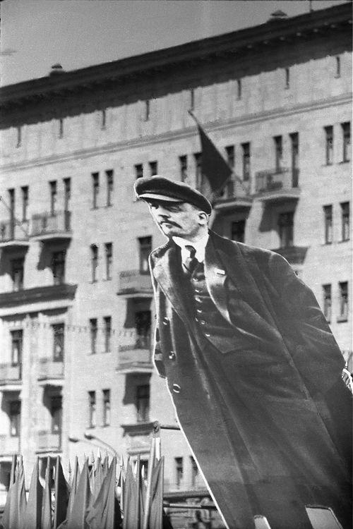 ©Дашевский Михаил Аронович. «И Ленин всегда впереди... 1970»