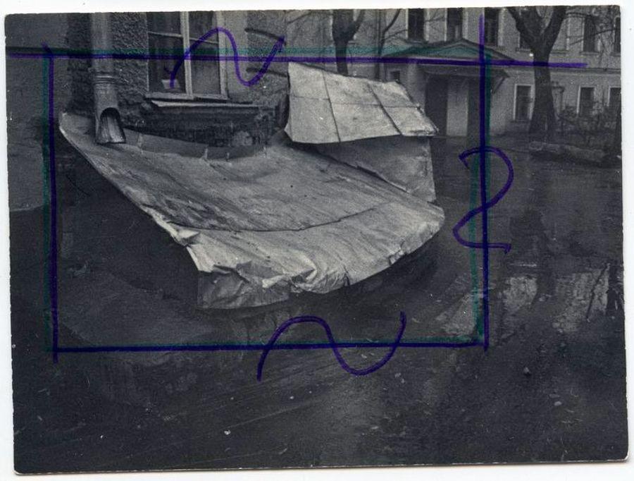 ©Дашевский Михаил Аронович. «Крыша  подвала. 1980-е (контрольный отпечаток)»