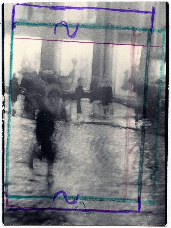 ©Дашевский Михаил Аронович. «Дождь на Кузнецком. 1980-е (контрольный отпечаток)»