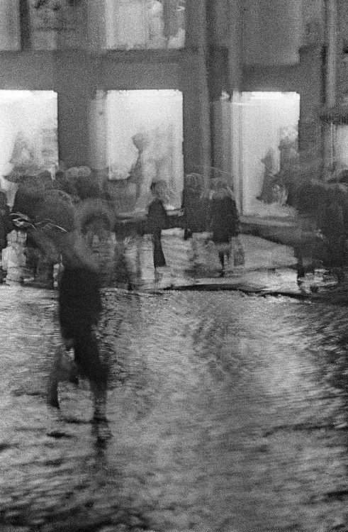 ©Дашевский Михаил Аронович. «Дождь на Кузнецком. 1980-е»
