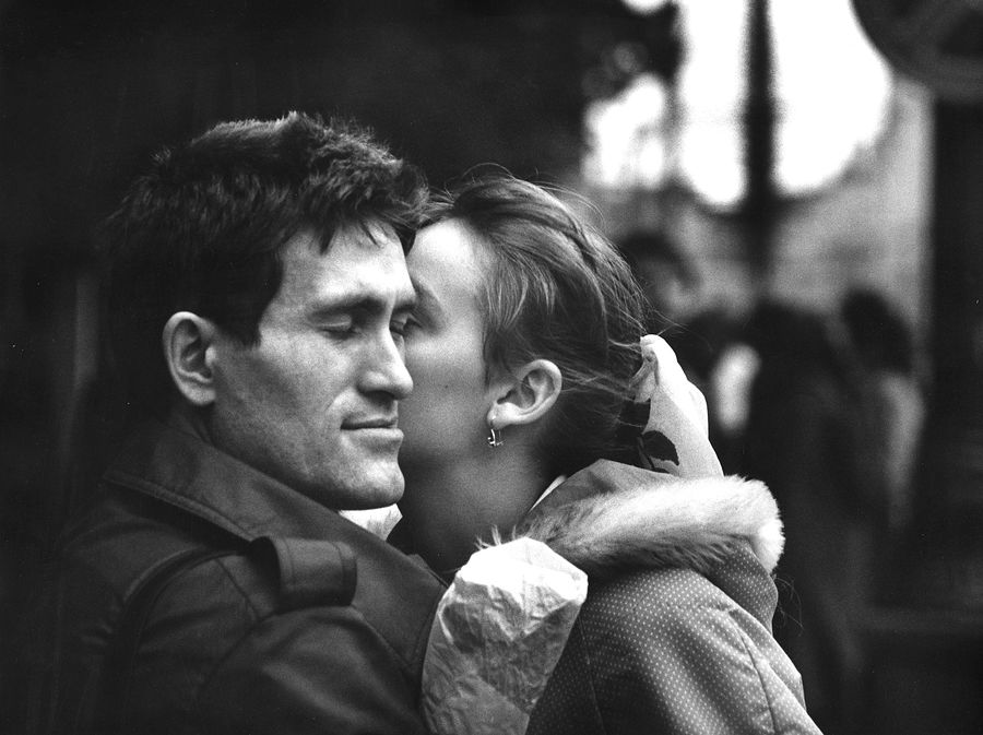 ©Дашевский Михаил Аронович. «Уличный  поцелуй. 1980-е»