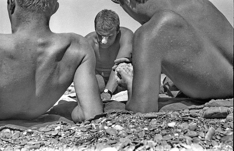 ©Дашевский Михаил Аронович. «Пляжные игры. Судак. 1972»