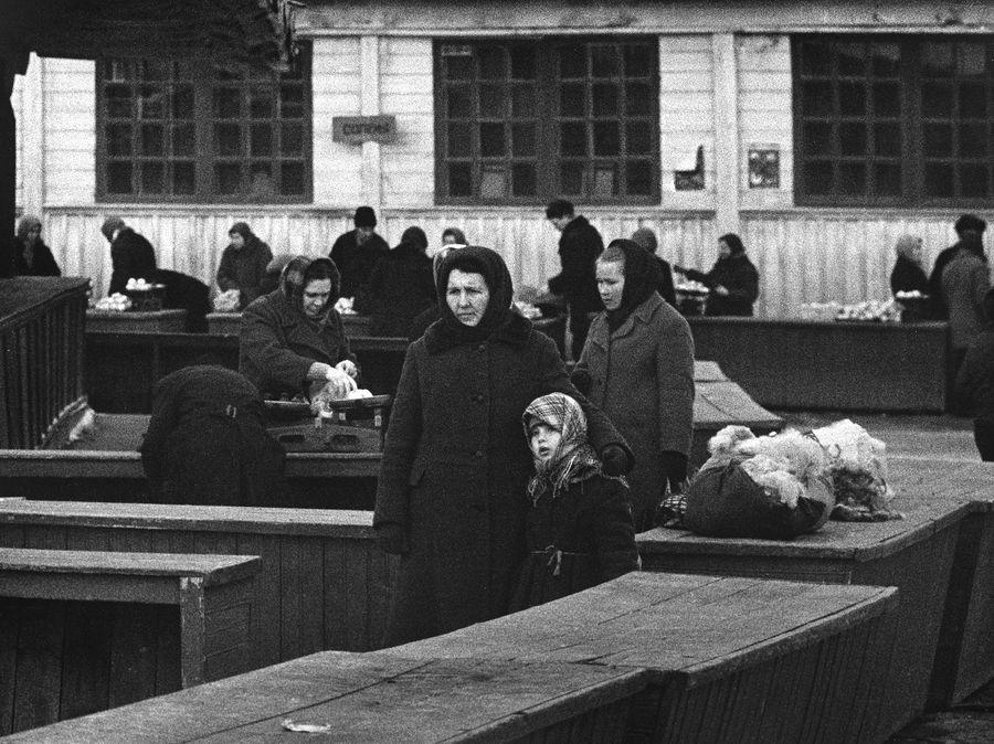 ©Дашевский Михаил Аронович. «Трудные судьбы (Чебоксары). 1972»