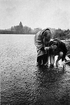 © Владимир Семин. Кировская область, крестный ход на реку Великую, 1996
