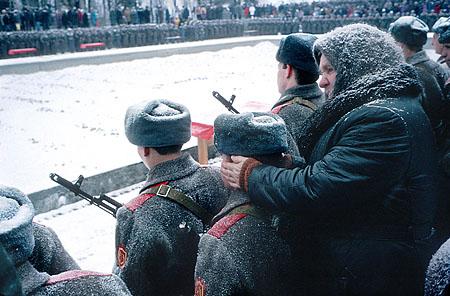 ©Николай Игнатьев. «Присяга на службу в российскую армию, Волгоград, 1994»