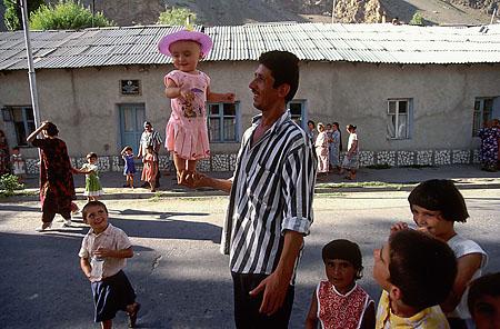 ©Николай Игнатьев. «Памирская свадьба, Хорог, Таджикистан»