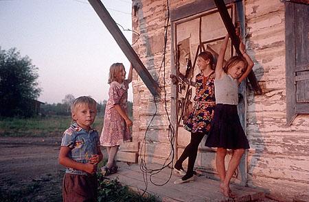 ©Николай Игнатьев. «Дети в селе старателей на реке Амур»