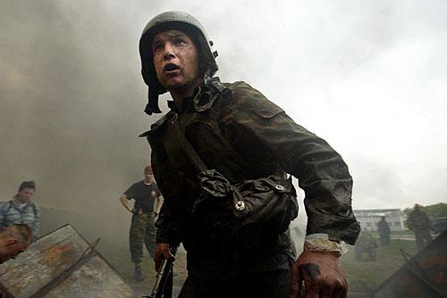 Сдача экзамена на Краповый берет, Балашиха, 13 Мая 2005. Maxim Marmur/AFP