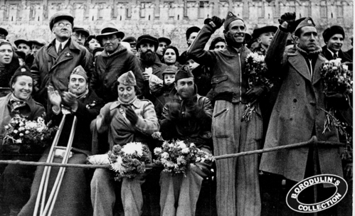 ©Иван Шагин. «Бойцы республиканской Испании на Красной площади в Москве. 1938»