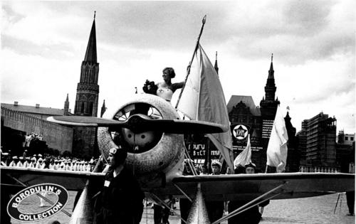 ©Иван Шагин. «Все в авиацию. Москва, 1935»