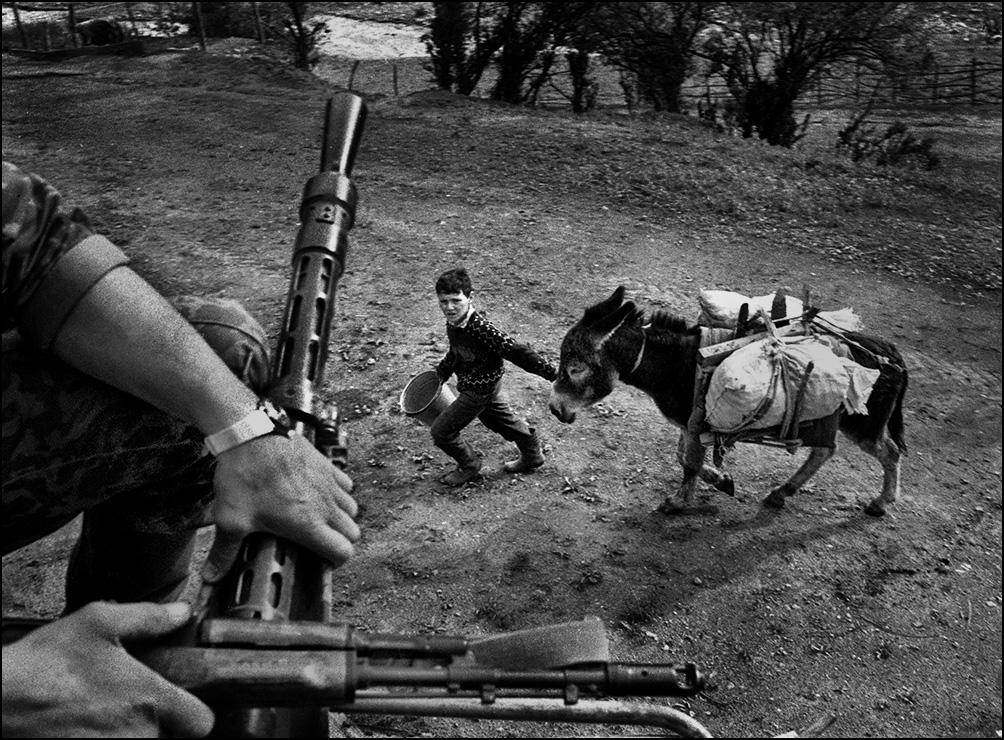 Артем Чернов. Артем Чернов. Дорога из Ханкалы в Грозный, Чечня, 2000