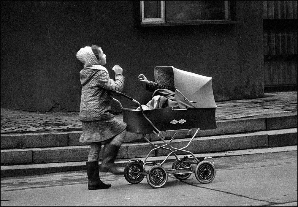 "Артем Чернов. Артем Чернов. У метро ""Спортивная"", Москва, 1984"