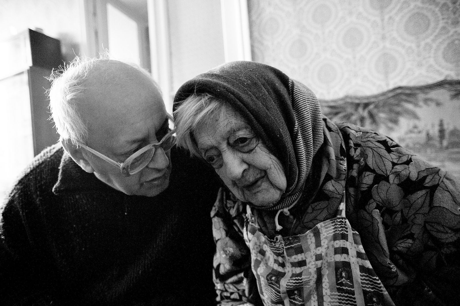 """Arik Shraga. """"Joint"""" Families: The Stories of Love. Victor and his mother Sheiva"""