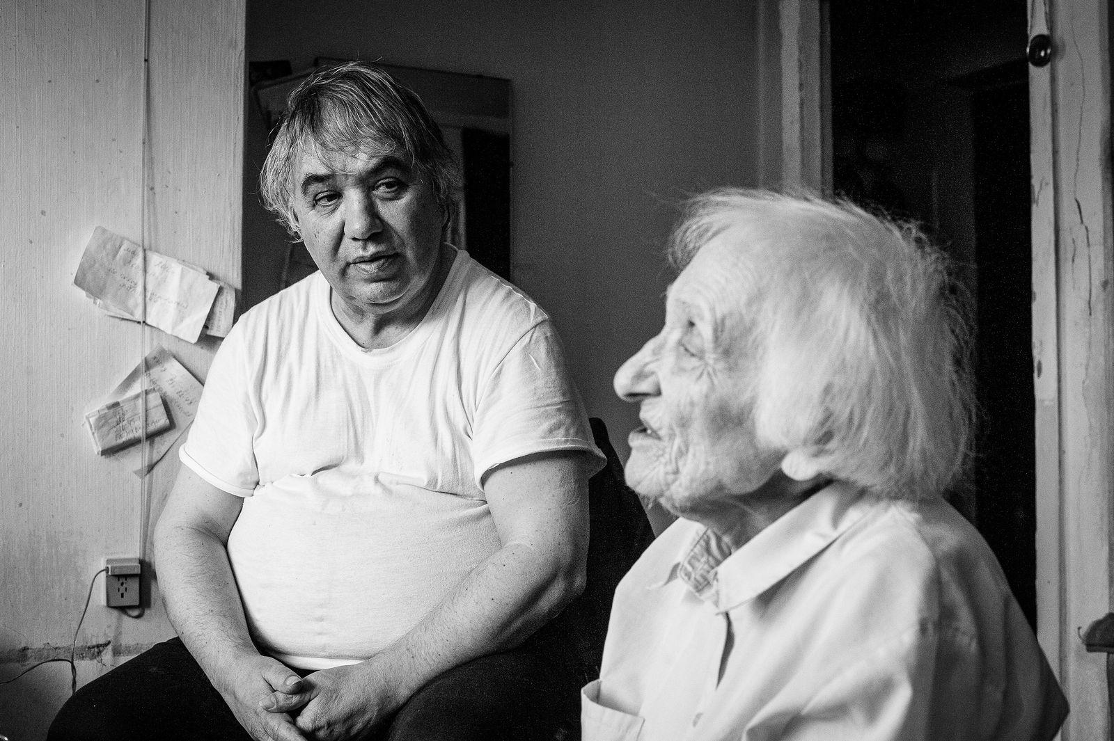 "Arik Shraga. ""Joint"" Families: The Stories of Love. Yekaterinburg. Vladimir and his mother"