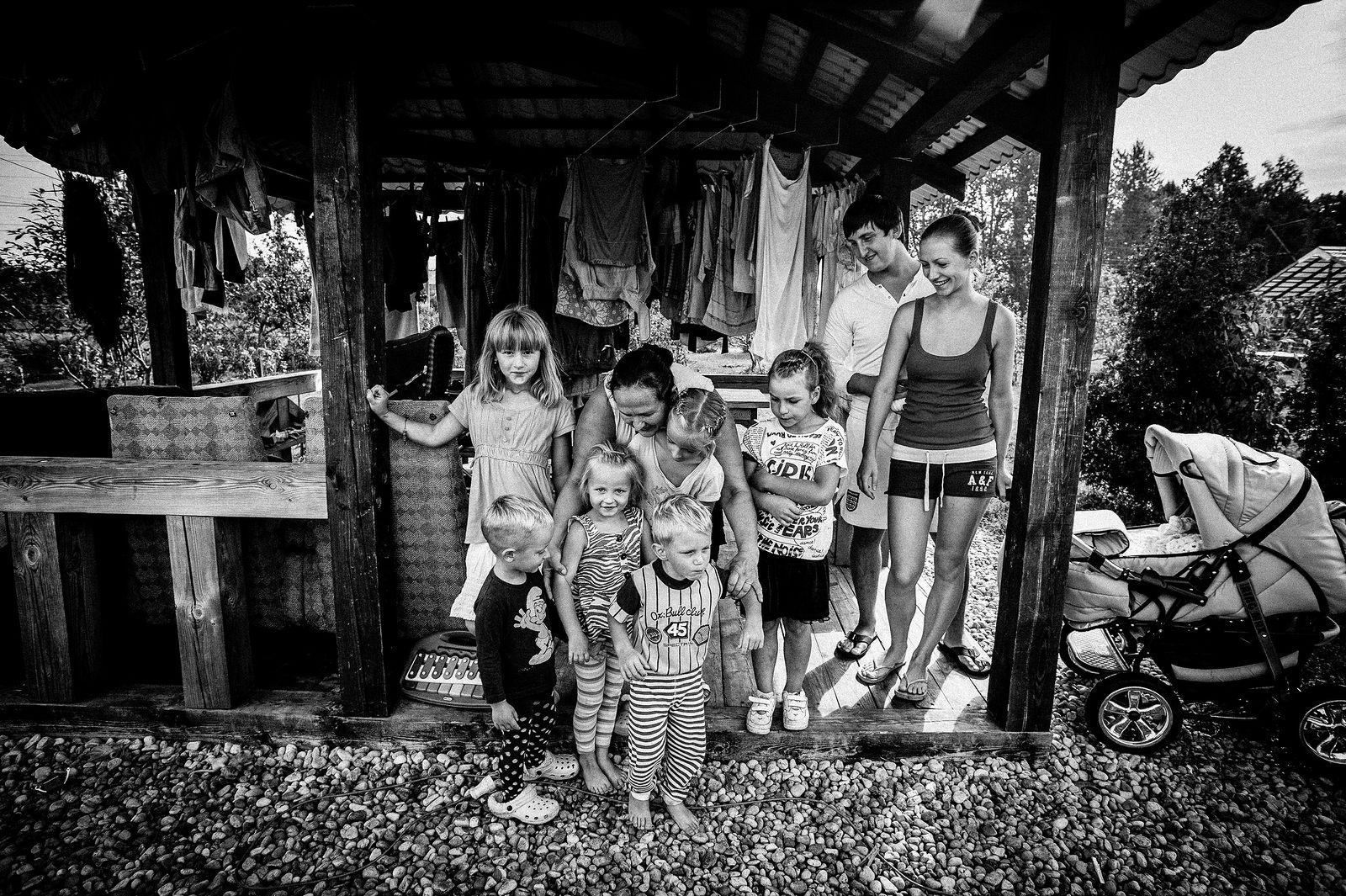 """Arik Shraga. """"Joint"""" Families: The Stories of Love. Riga. Nevler family"""