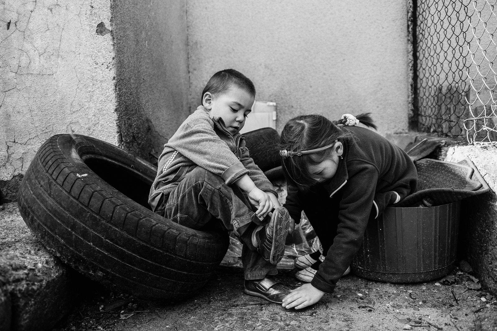 "Arik Shraga. ""Joint"" Families: The Stories of Love. Tbilisi. Gvanza and Beka"
