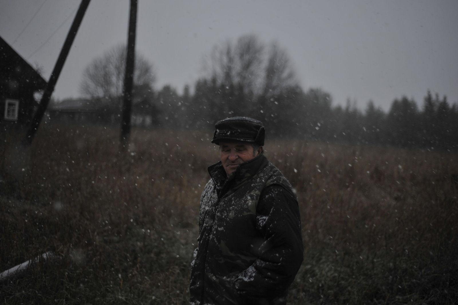 Arik Shraga. Neglected in the village. First snowfall
