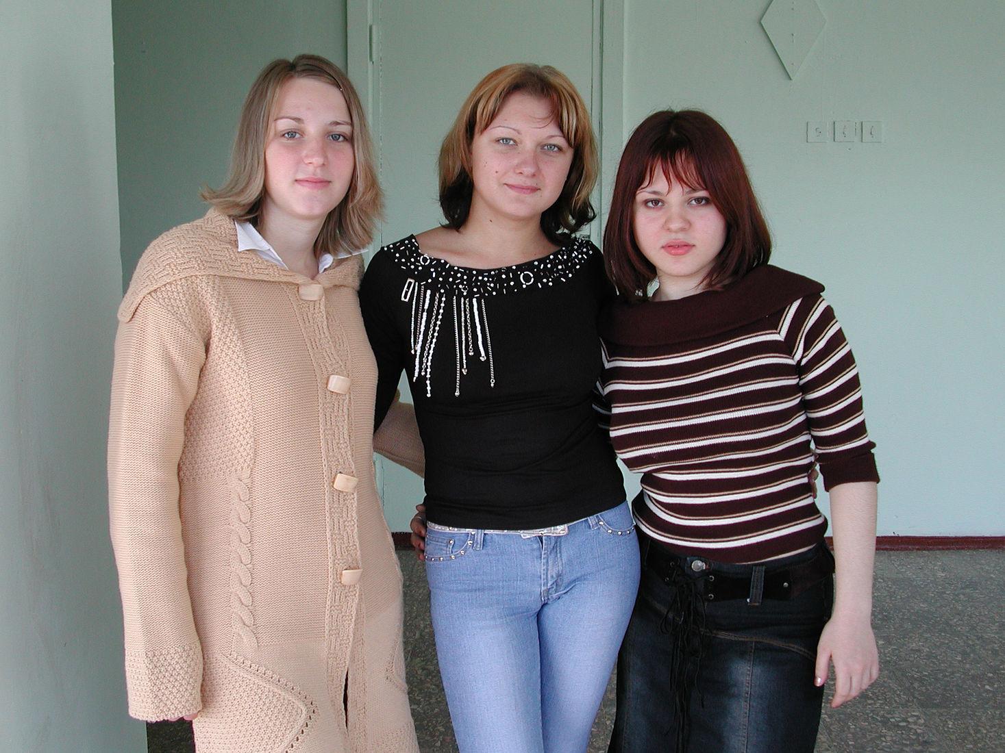 Юрий Антипычев. Ecce Homo. Ира, Вика и Лорена, 2003