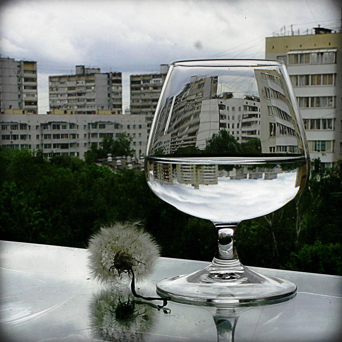 Elena Tarzimanova. За окном