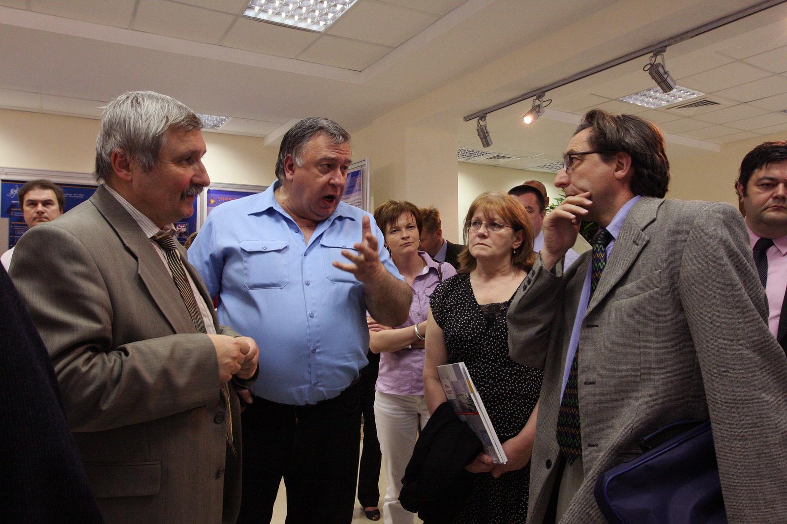 Юрий Антипычев. Происходящее. Иностранная делегация в Дубне, 2009