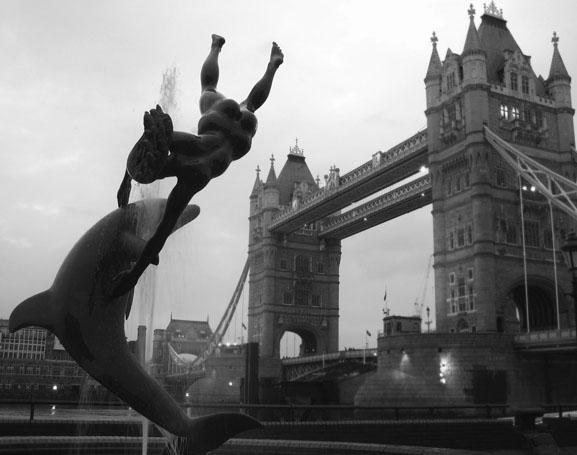 Екатерина Буракова-Шчекич. Англия. прыгающий с моста